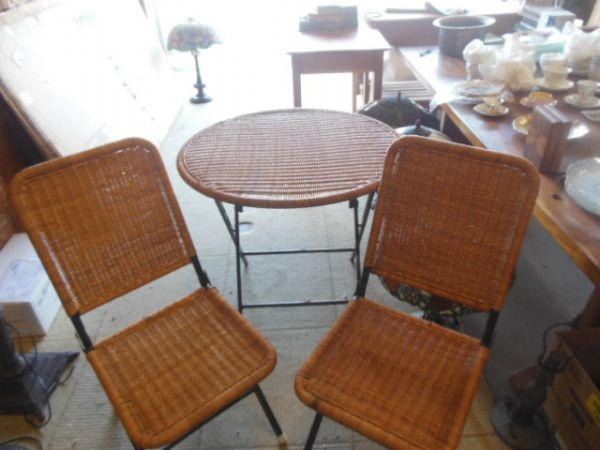 Perfect High End Consignment Furniture, Upholstery Service, Foam, Supplies. Kailua  Kona Hawaii, Bellevue Seattle Washington.